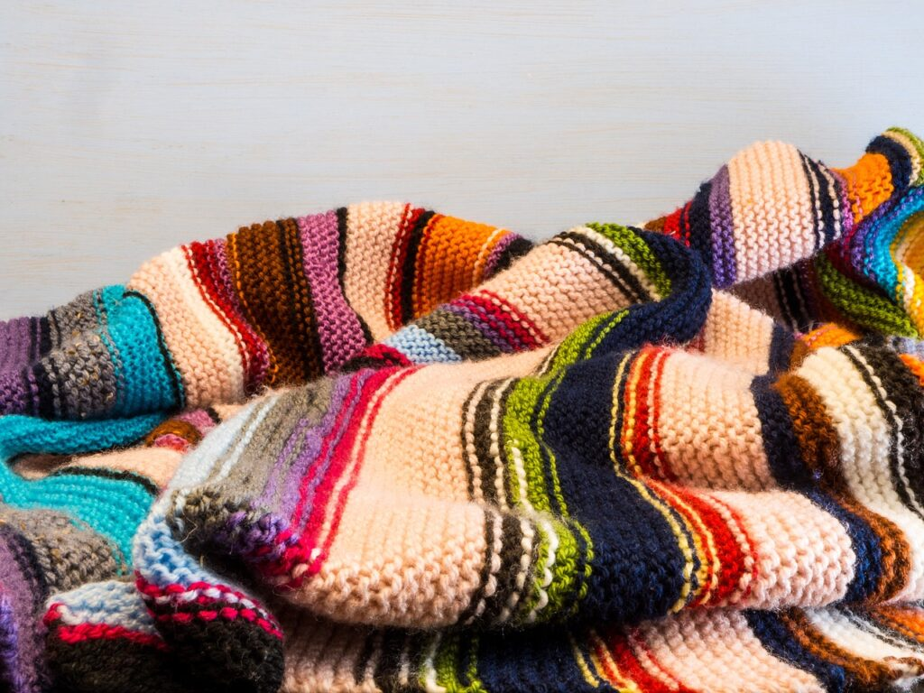Na podzim vytáhněte úplety, deky a polštáře