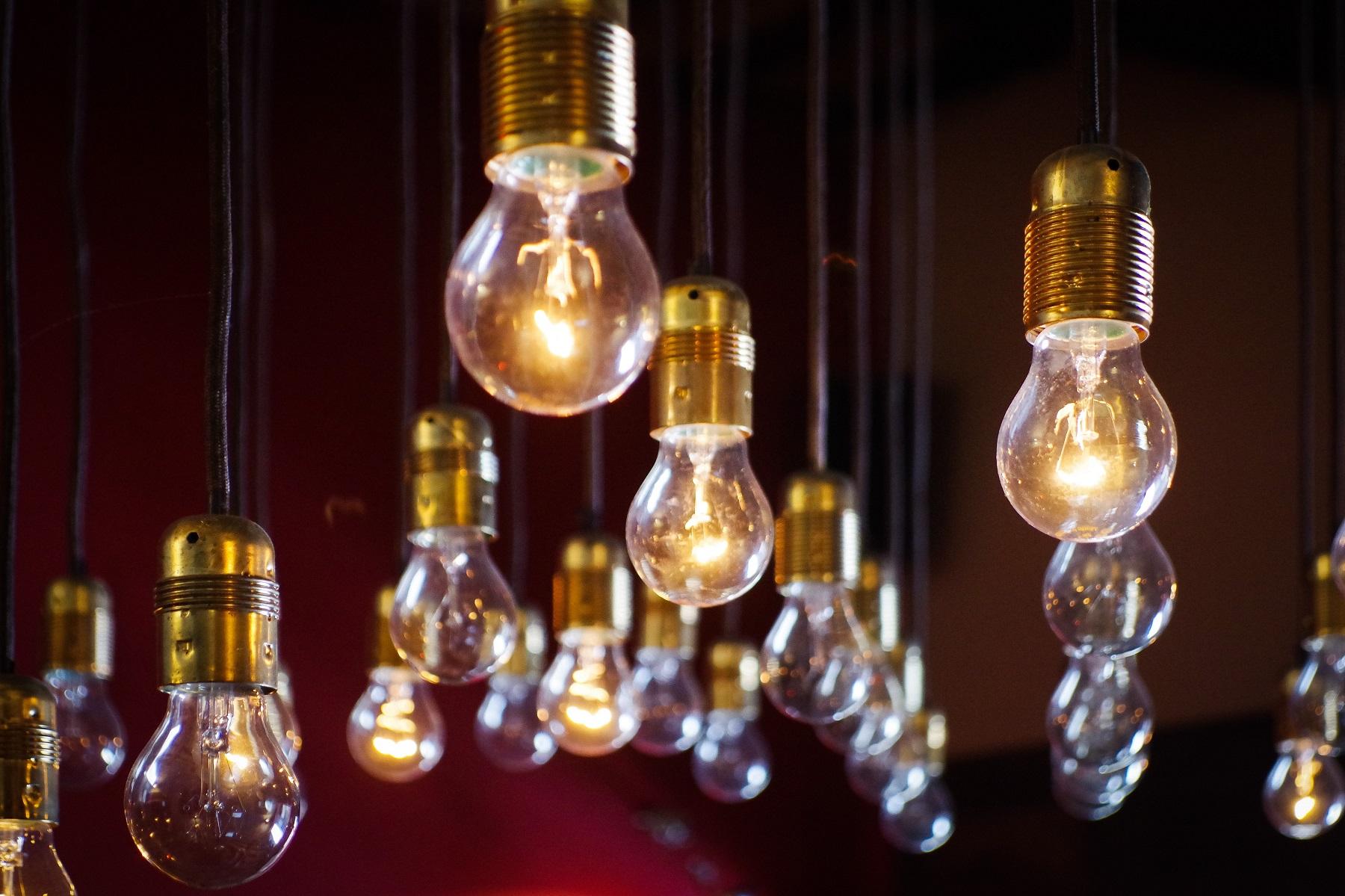 Klasická žárovka přemění na světlo jen 8 % energie